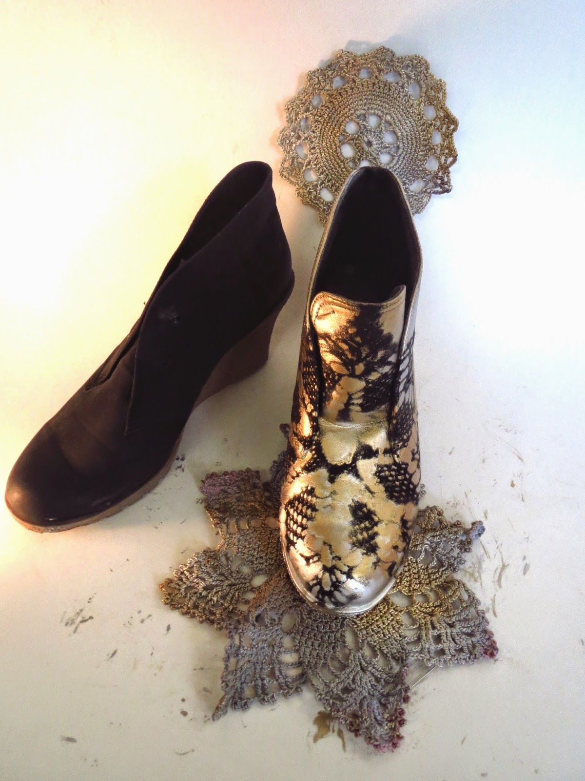 Used doily and spraypaint to upcycle boots! genius