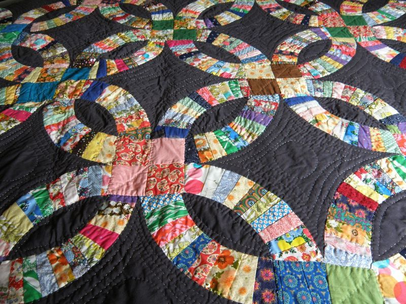 double wedding ring quilt always loved this pattern looks much more modern with black background - Wedding Ring Quilts