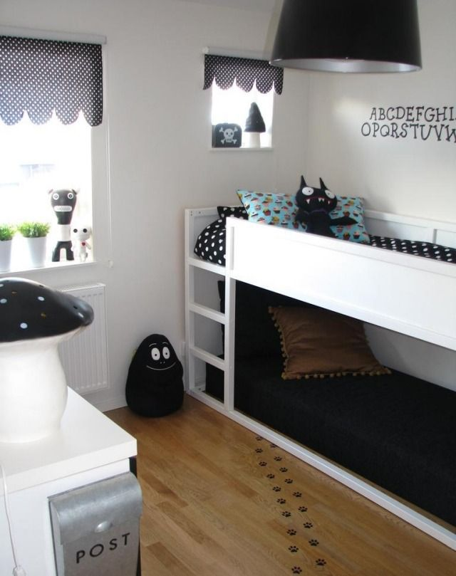 Einrichten Kinderzimmer Junge Schwarz Weiß Etagenbett Deko Kuscheltiere