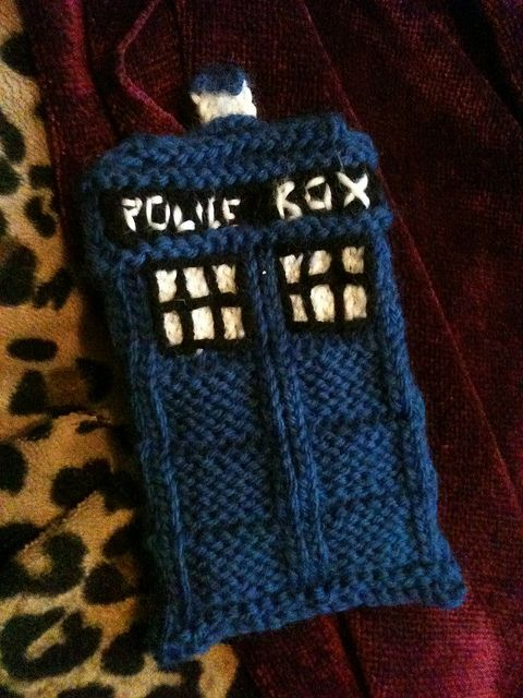 Free Knitted Tardis phone cozy pattern by Erinn A. Starnes