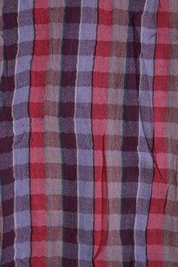 Ce chèche léger est idéal pour les soirées fraiches. Les hommes adorent ses  petits carreaux et son petit prix. a40ad59d7ab