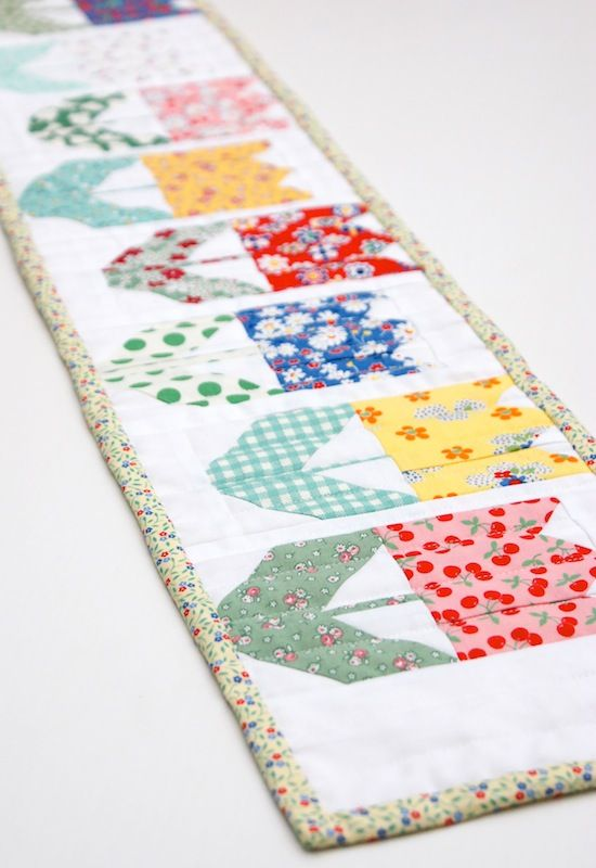MessyJesse: Quilty Fun, Tulip Mini Quilt | Table Runners | Pinterest ...