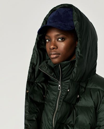 abrigo negro zara acolchado capucha
