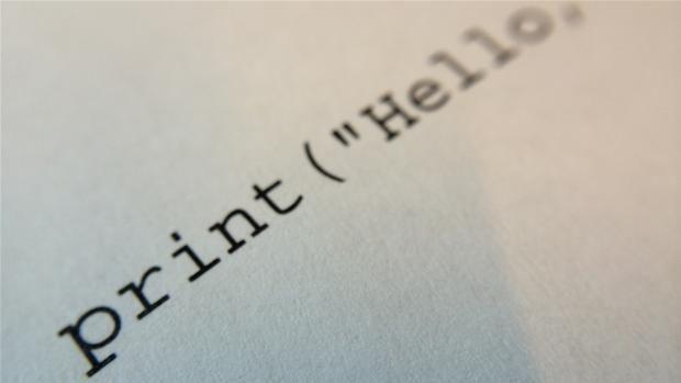 DR-viden: Læse, skrive, regne...programmere? - Engelske skoler går hele vejen og sætter kodning på skemaet. Hvis man ikke lærer at forstå teknologien risikerer man at blive slave af den, mener de.