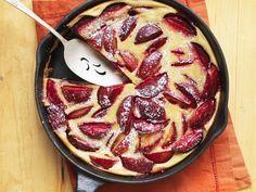 Verführerisch-fruchtig: Pflaumenkuchen nach französischer Art | http://eatsmarter.de/rezepte/pflaumenkuchen-nach-franzoesischer-art