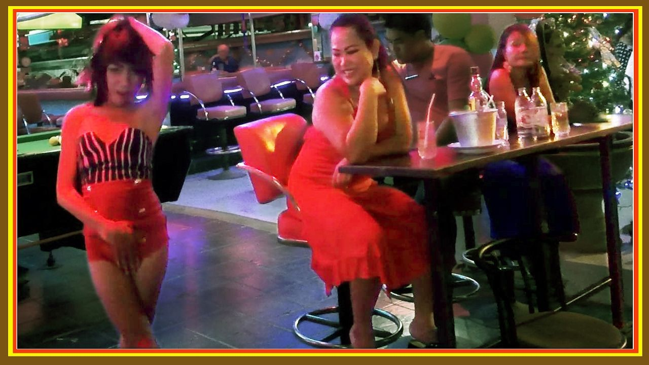 Soi 7 Drunken Girls New Years Eve Part 2 (2017) #Pattaya Nightlife