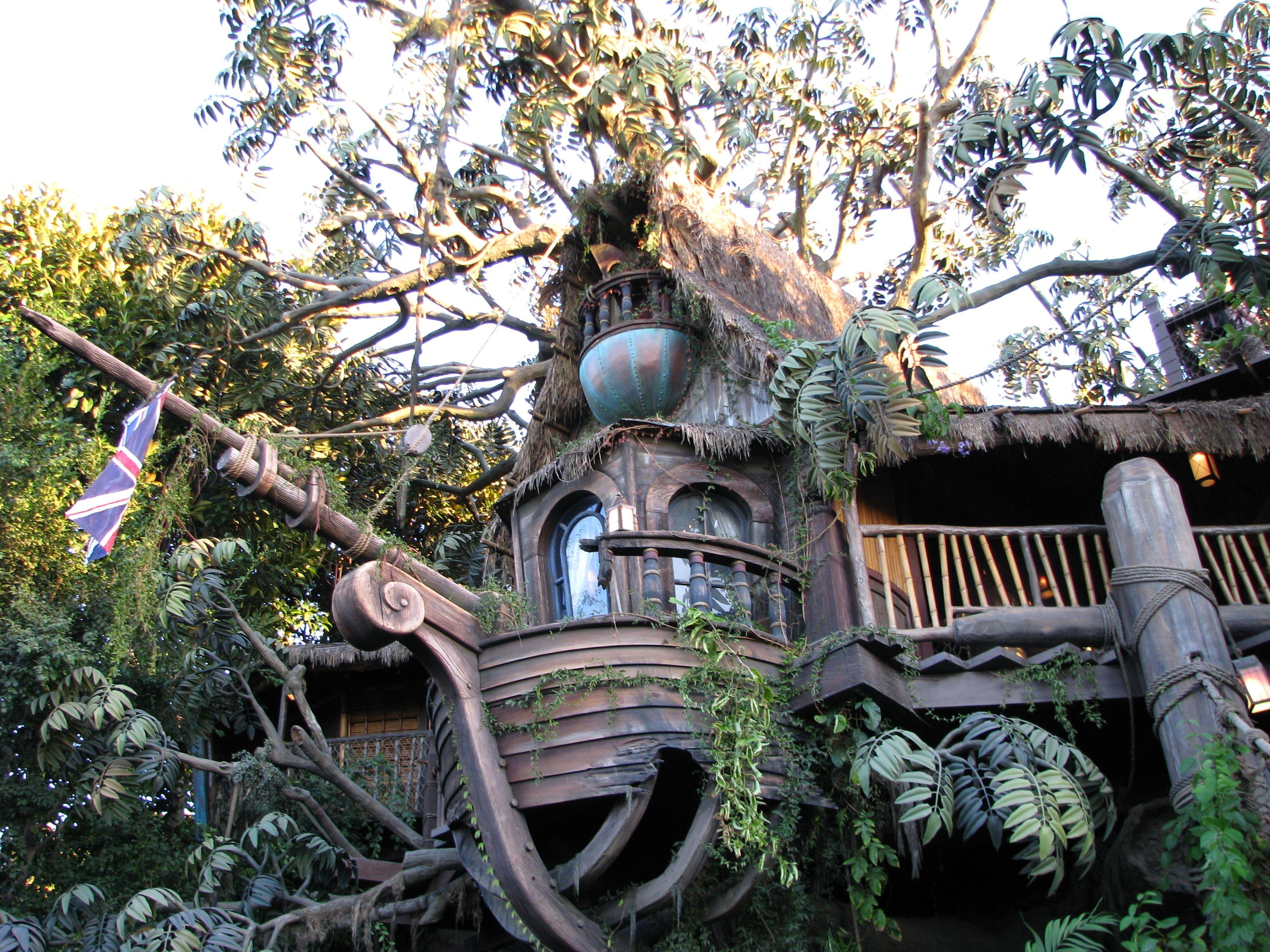 tarzan's treehouse in disneyland's adventureland