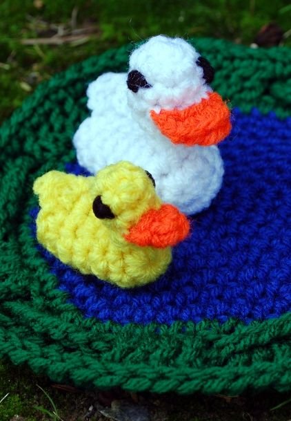 Free duck pond play set pattern (pond folds into a holder for finger ...