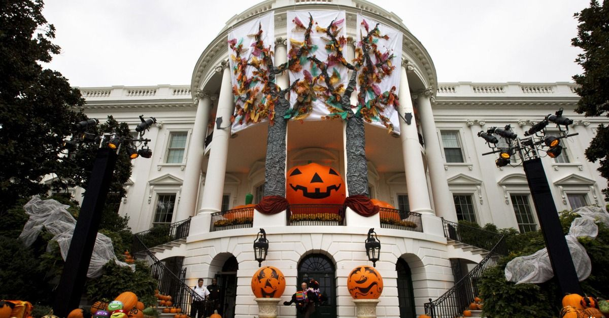 President Obama and the First Lady Michelle Obama welcomed trick-or-treaters to a traditional White House Halloween