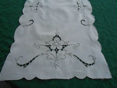 EIGHT WHITE VINTAGE LINEN CUT WORK EMBROIDERY PLACEMATS RUNNER | eBay