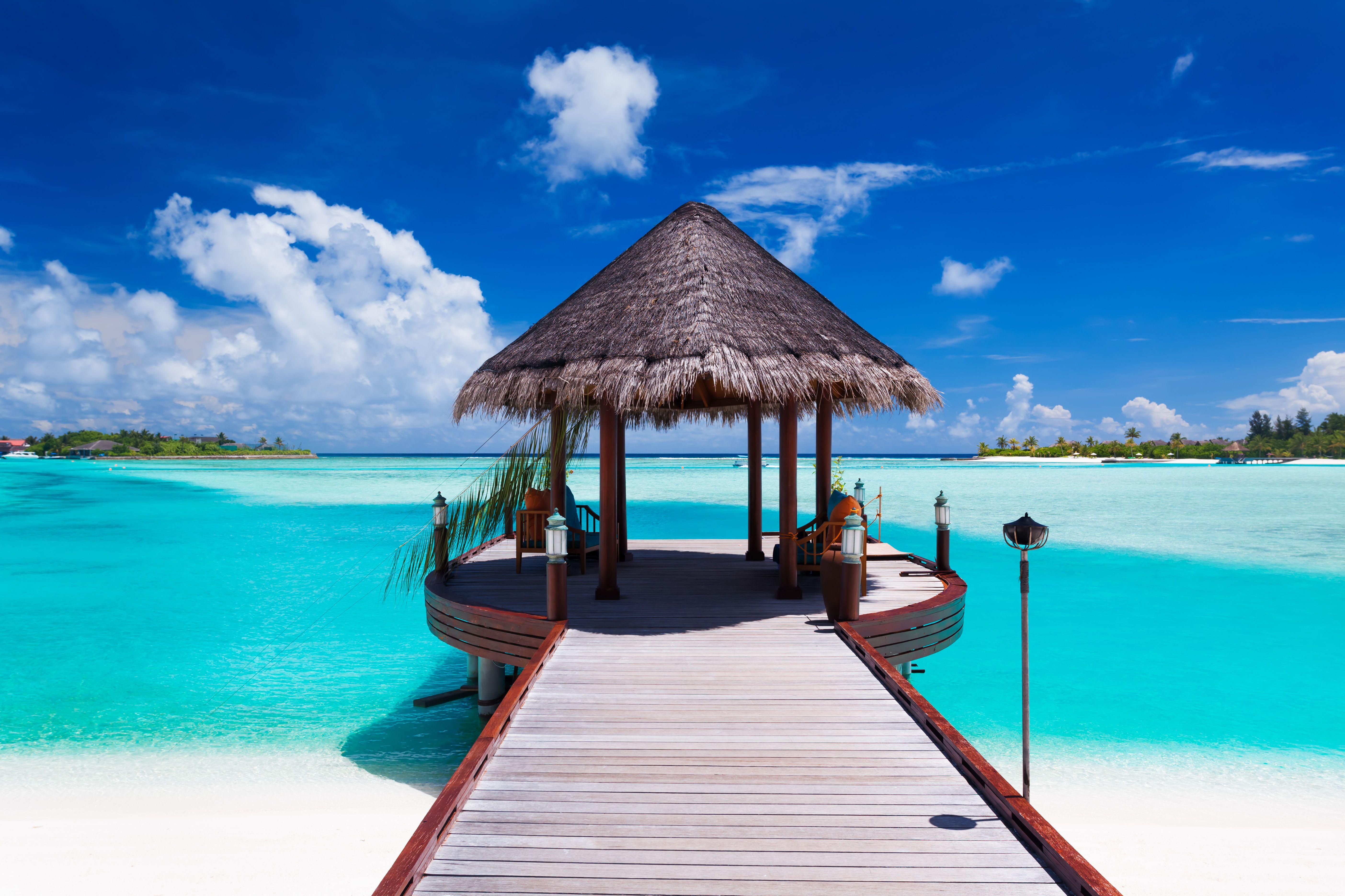 pin by partir pas cher on maldives tropical island beach beach island resort beach paradise