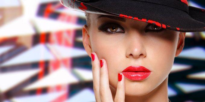 Audace, sensuale e iper femminile. E' il rossetto rosso, irrinunciabile accessorio di bellezza, fedele amico di ogni donna.http://www.sfilate.it/214662/rossetto-rosso-ad-effetto-3d-ecco-come-fare