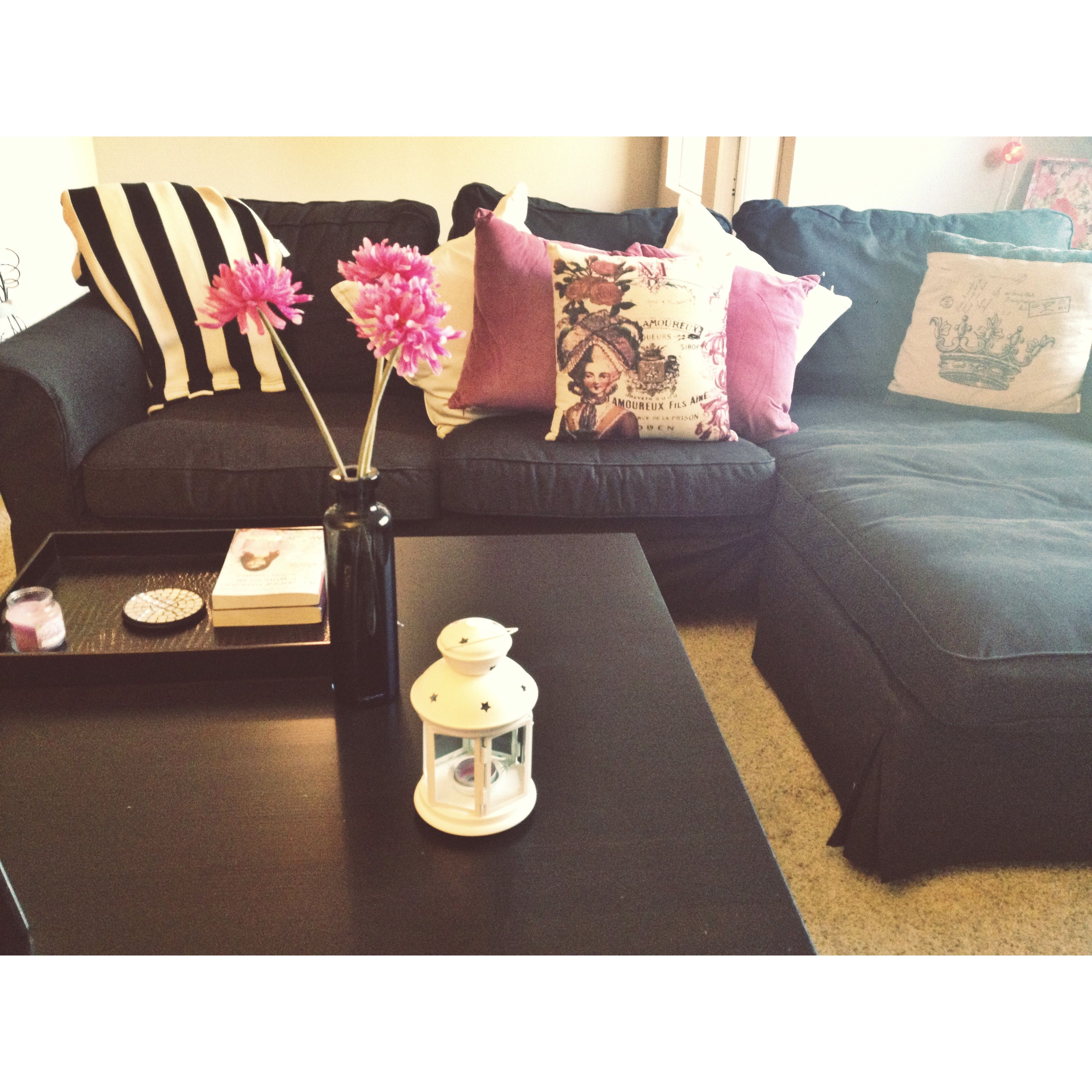 Black coffee table color scheme black white purple - Purple and black living room ideas ...