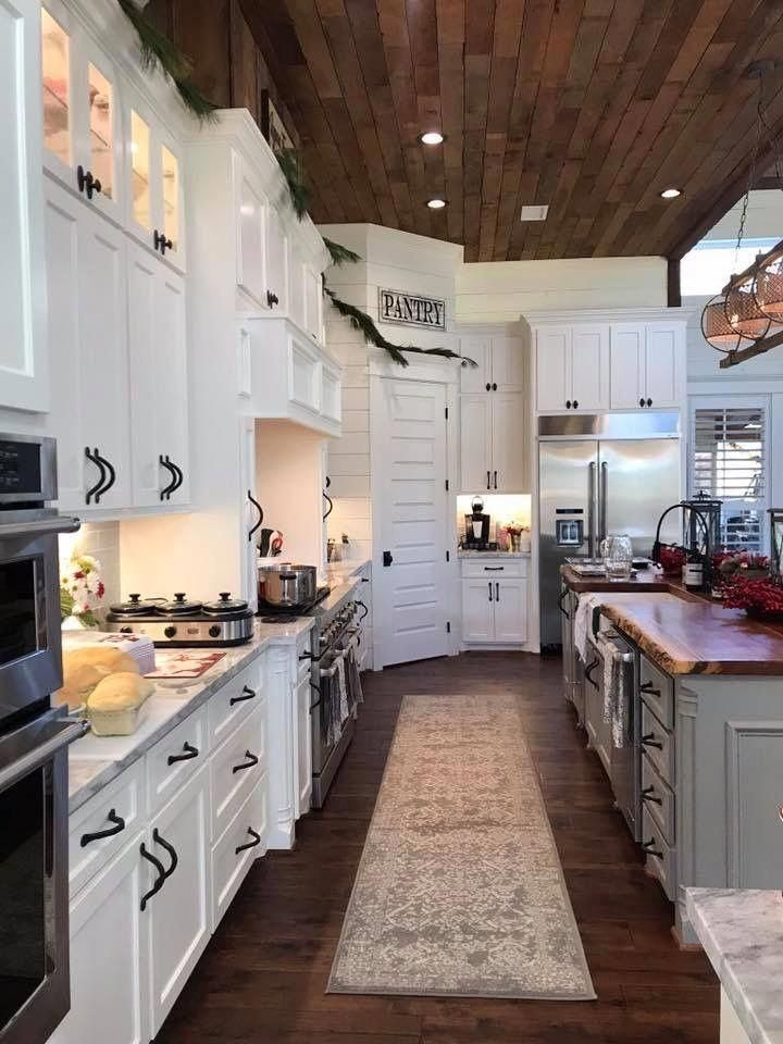 Stunning Farmhouse Style Kitchen With Shiplap Walls Live Edge Island And White On White Decor In 2020 Farmhouse Style Kitchen Rustic Kitchen Rustic Farmhouse Kitchen