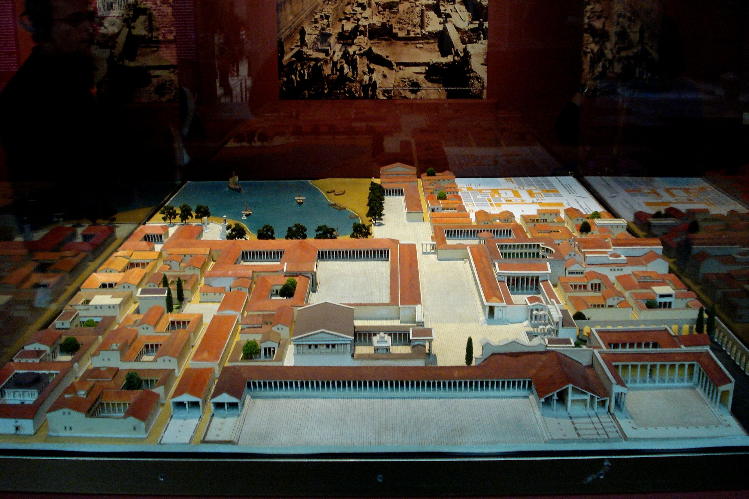 Urban Planning Miletus Reconstructed Model Of Agora Pergamonmuseum In Berlin It Is A Fine Example Of The Grid City Pla Ancient Greece Berlin Urban Planning
