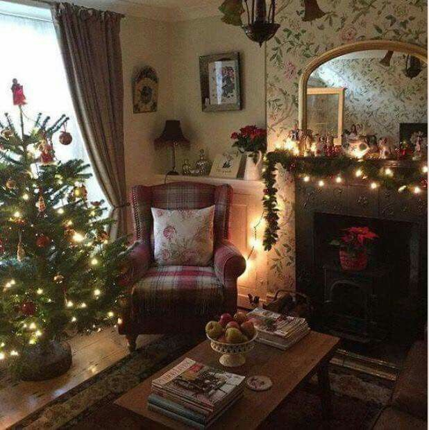 Winter Haven Cottage At Christmas