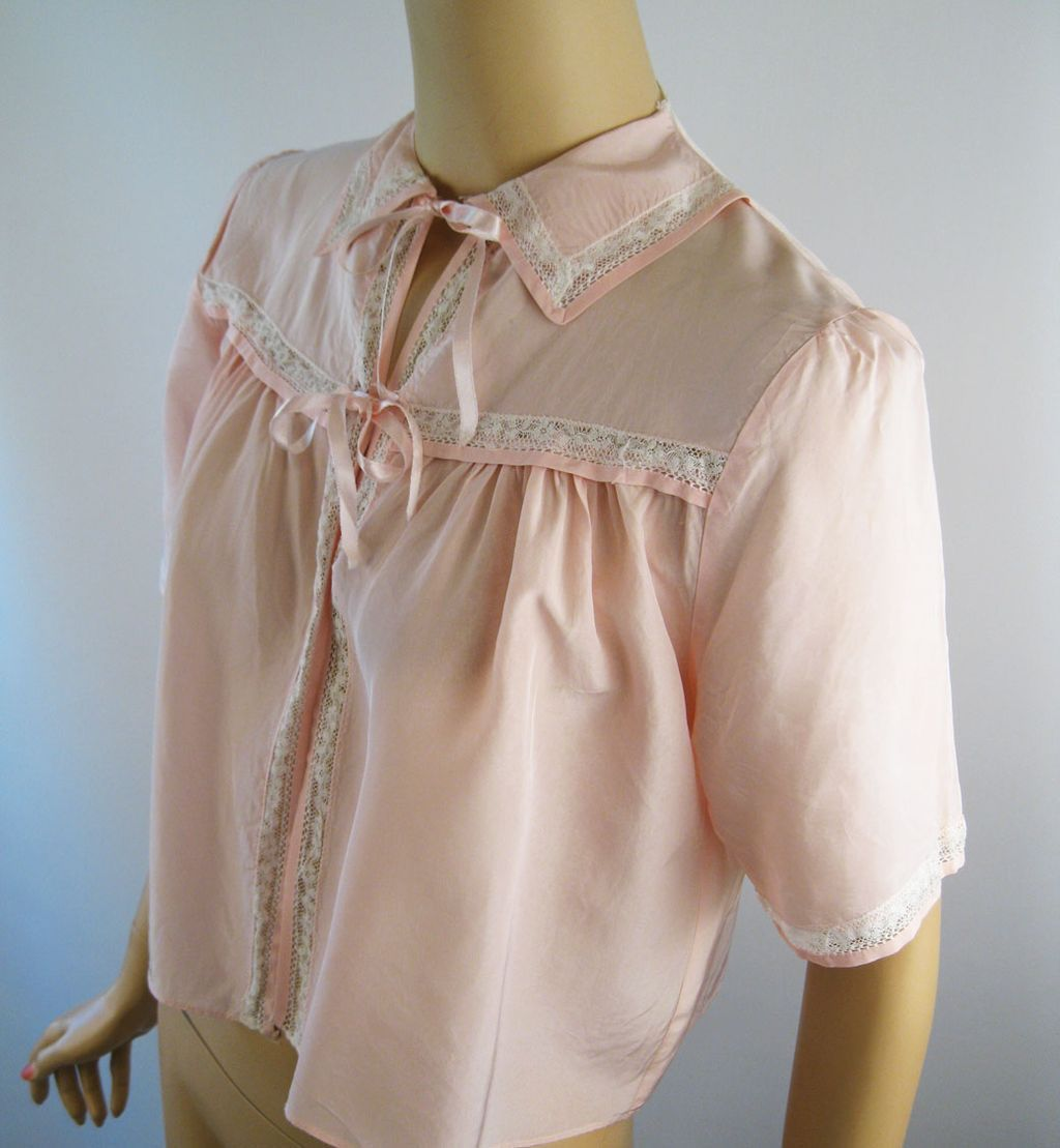 Vintage 1940s Bedjacket Pink Rayon and Lace B38