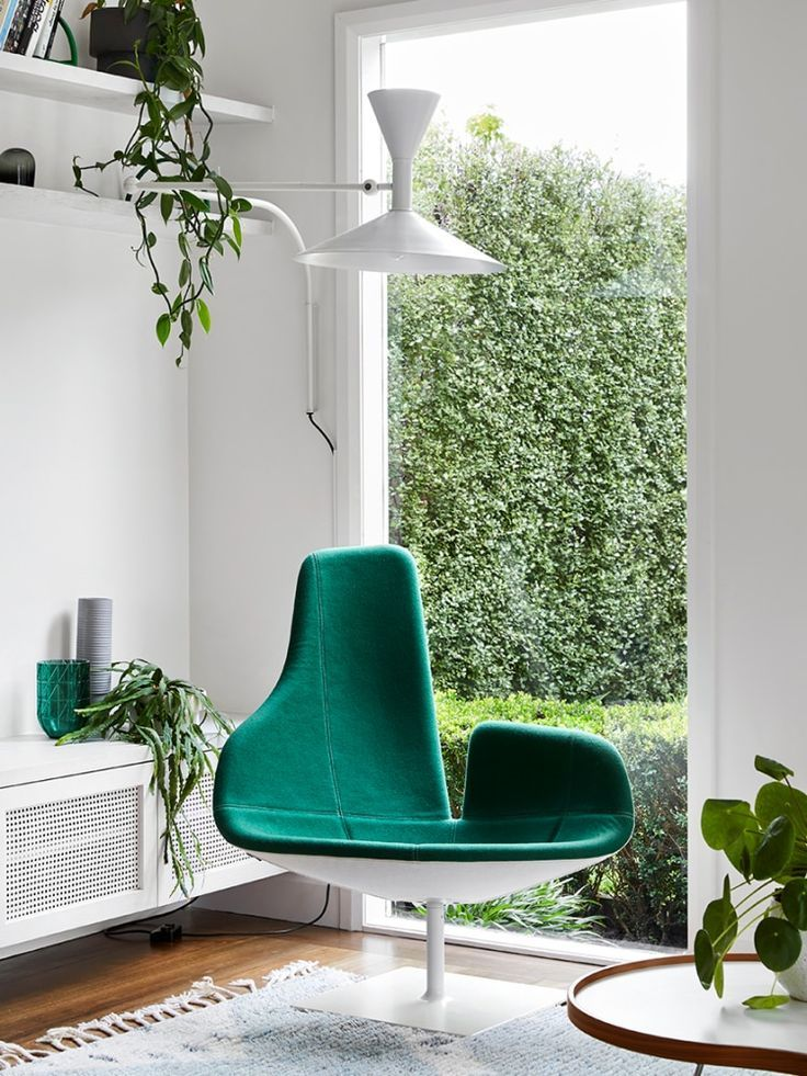 Green Living Room Ideas From A Home That Makes It Look Easy Living Room Green Green Rooms Green Accent Chair