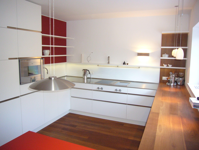 k che mit edelstahl und eichenarbeitsplatte und 2 farbig lackierten fronten l s k chen. Black Bedroom Furniture Sets. Home Design Ideas