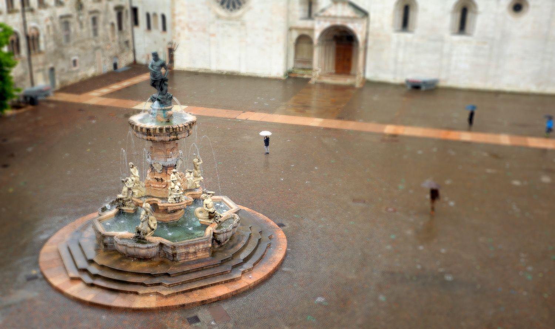Fontana del Nettuno - Piazza Duomo - Trento - Trentino #piazzeditalia #Italy_Travel  Visit: www.Italy.travel #IlikeItaly #Trento #Trentino #Italia #Italy Via @Cantforgetitaly Photo by: Edoardo Cicchetti