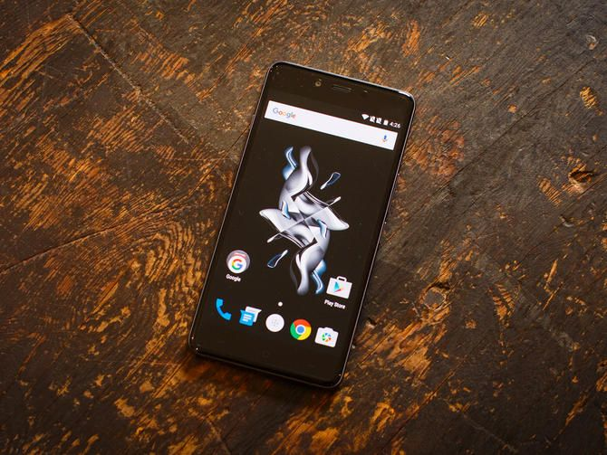 The 5-inch OnePlus X features a low price tag, a 13-megapixel camera and two different glass panel designs.