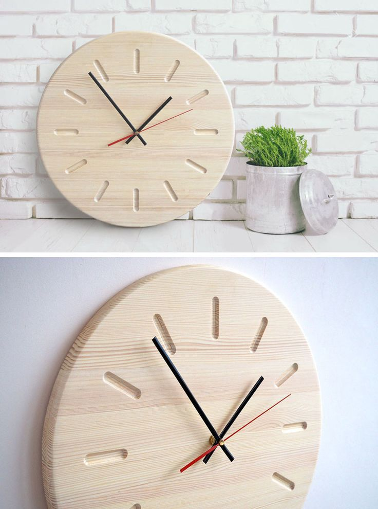 Diese moderne Wanduhr aus hellem Holz ist simpel im Design