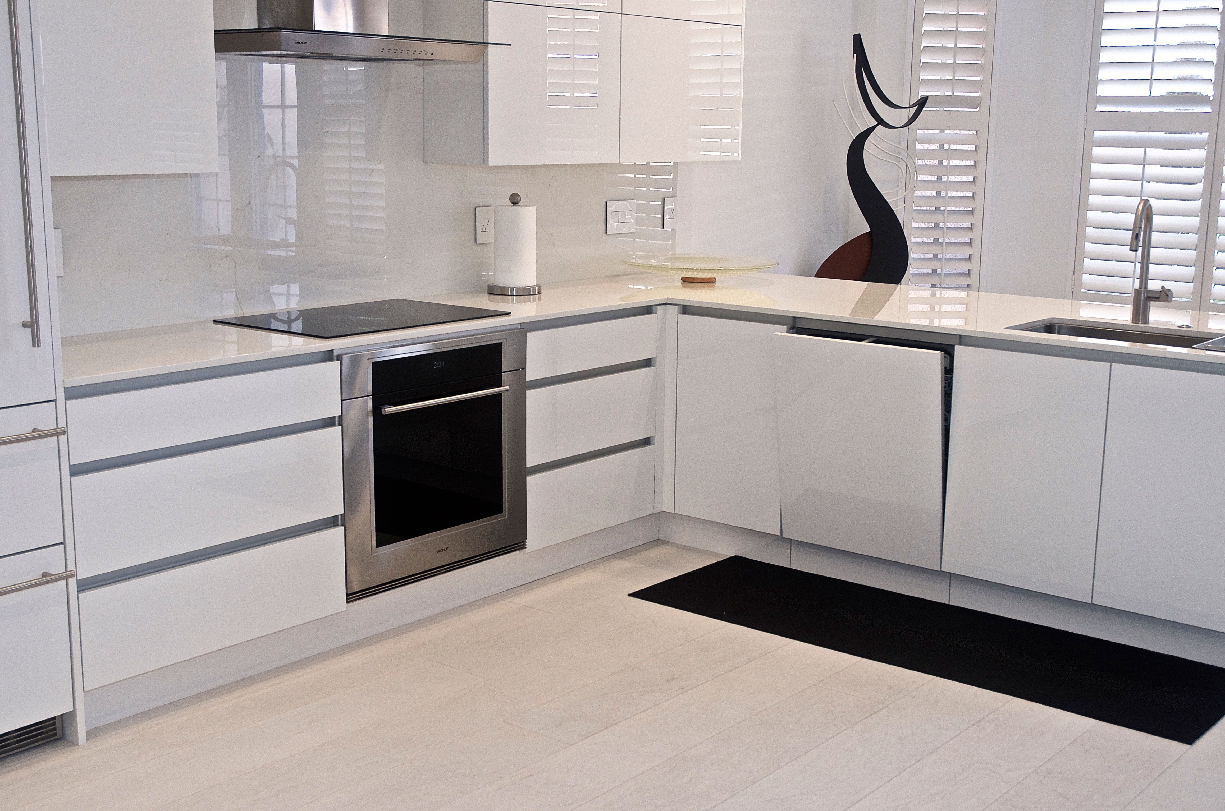 Handle-less cabinets by Da Vinci Cabinetry in Bonita ...