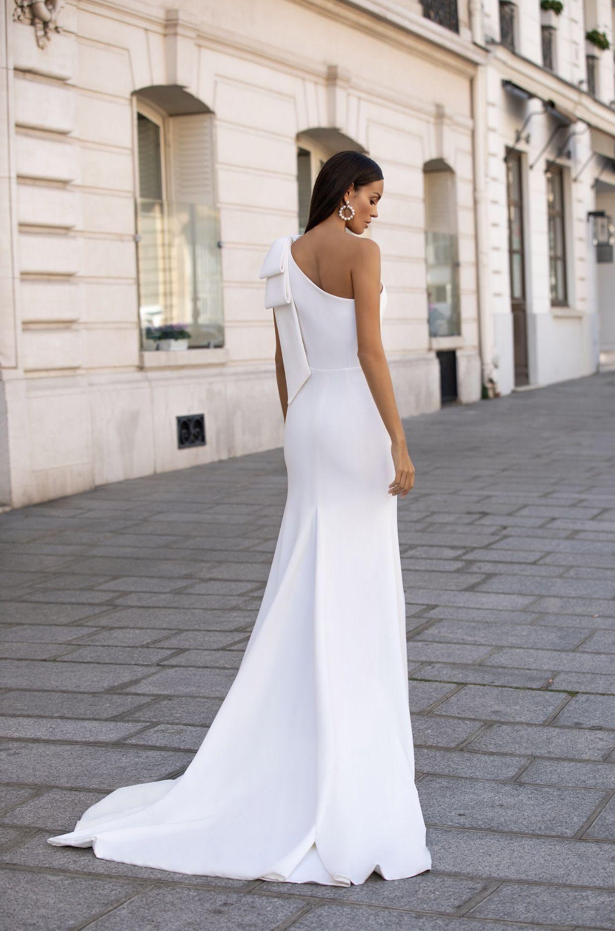 Simple elegant wedding gown Milla Nova in 2020 Chic