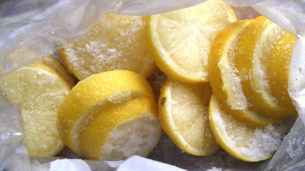 Top Tip frozen lemon slices & juiced out lemons