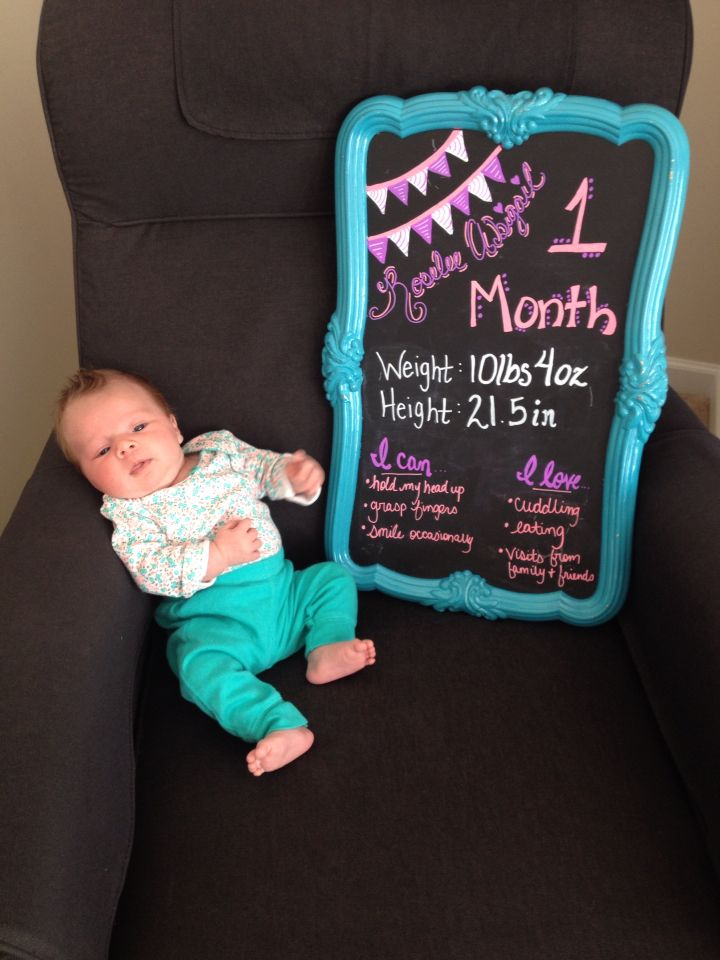 Roselee's 1 month Chalkboard sign One Month Chalkboard, Chalkboard Baby,  Chalkboard Signs, Monthly