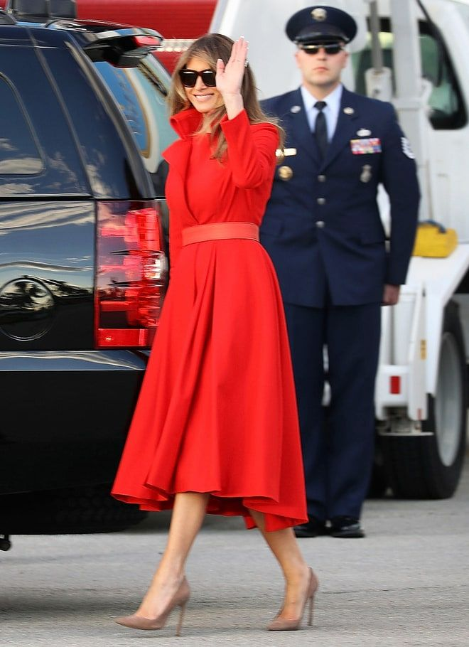 Melania Trump Rings In The New Year Wearing A 4 740 Givenchy Dress Holiday Party Fashion Star Fashion Womens Fashion Classy