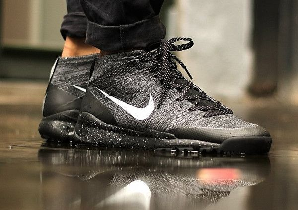 nike flyknit chukka all black