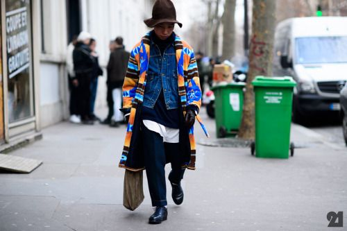 http://chicerman.com  billy-george:  This is so rad!  Paris Fashion Week  Photo from Le21eme  #streetstyleformen