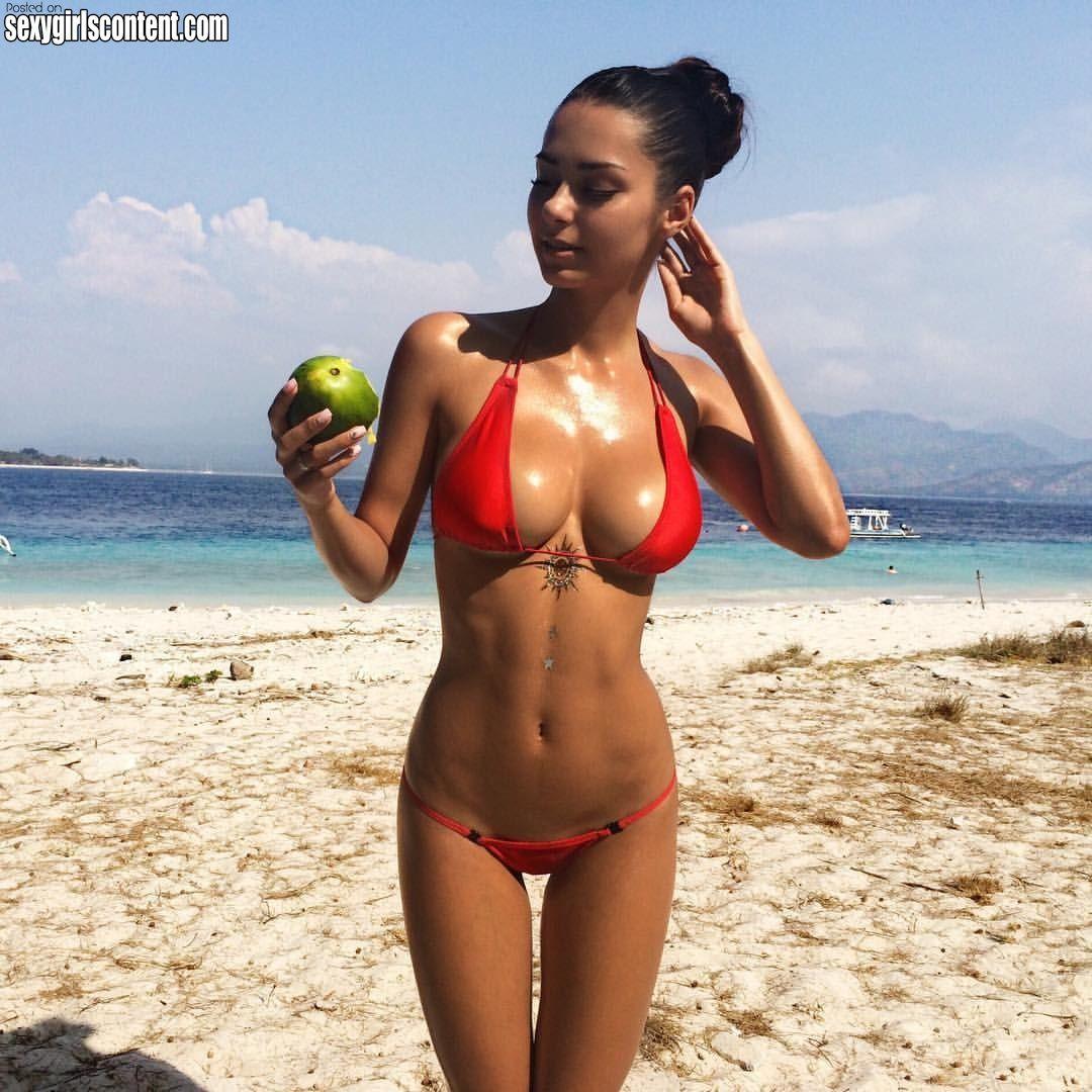 Beach bikini hottie