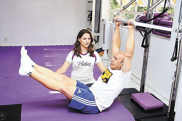 Prática do pilates vem arrebatando o público masculino Atividade física é indicada para reduzir tensões, eliminar estresses e até aumentar a disposição sexual