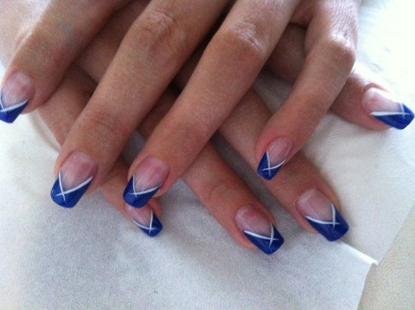 Decoration ongle bleu