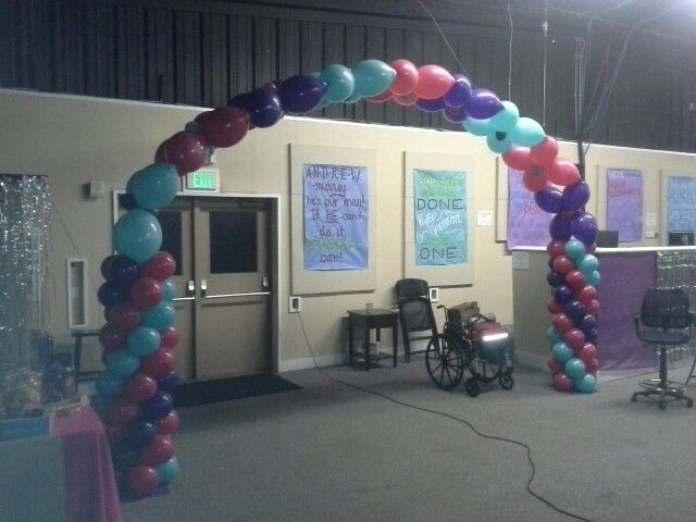 Quick Link walk thru balloon arch combined with Swirl columns. Put 3 or more of these together to create a balloon tunnel.