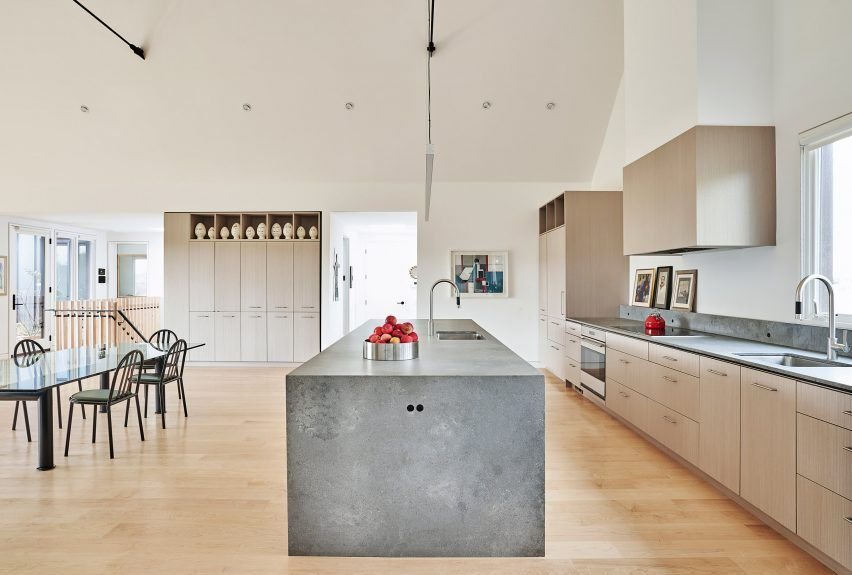 An Open Plan Kitchen Dining And Sitting Area Are Housed In The Middle Unit While The Third Volume Contains Two In 2020 Scandinavian Style Home Home Open Plan Kitchen