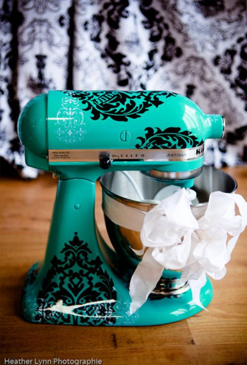 Love this one too!! Maybe I'll have to ship my kitchenaid to Un Amore and have it painted!