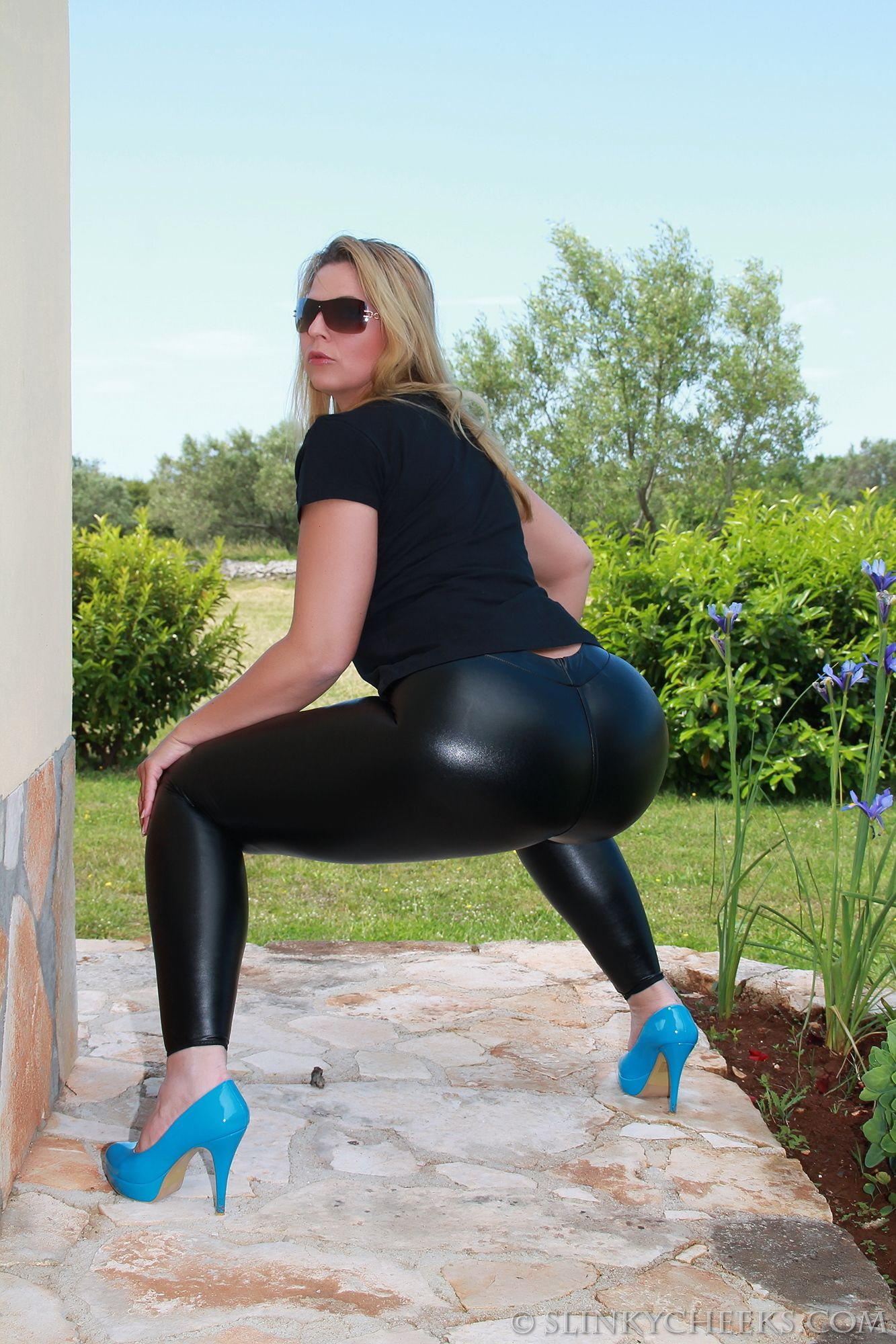 MILF in Black Spandex Pants Nice Hips