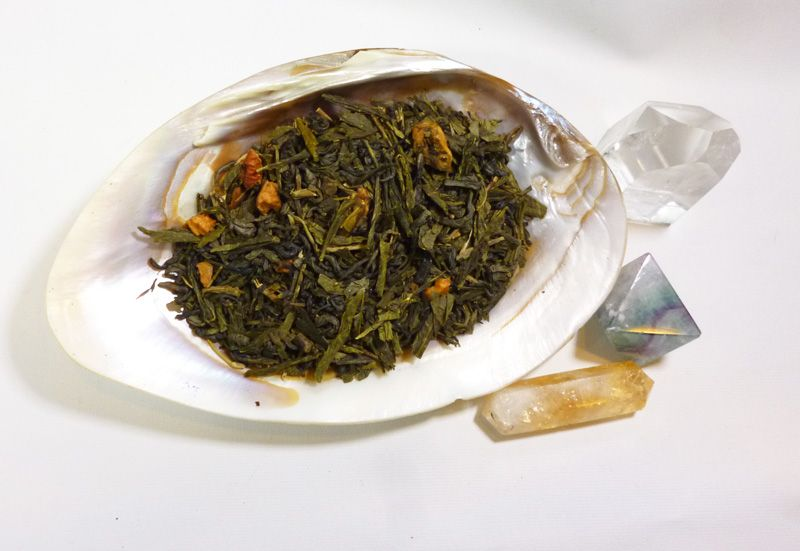 Inspired by the song of SJ Tucker and writings of Catherynne Valente, this  tea is a blend of apple and jasmine which both bring to life a city of long  ago.   A sample will make roughly 3 cups worth of tea.An ounce will make roughly  11-17 cups of tea depending on leaf weight. (1 tsp of tea = 1 cup)