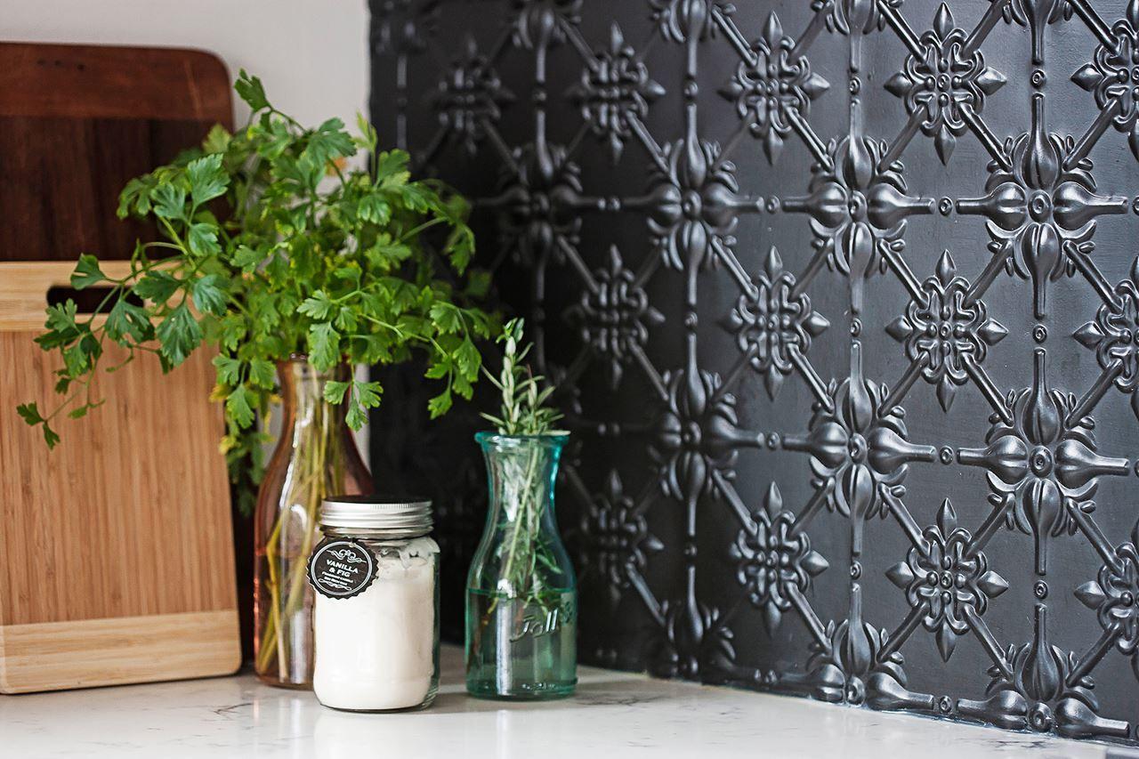 Modern-classic Victorian cottage renovation #kitchensplashbacks