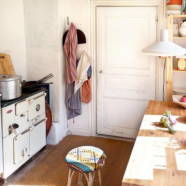 Hereu0027s a view into our lovely old fashioned kitchen at Ravemala - inspirationen küchen im landhausstil