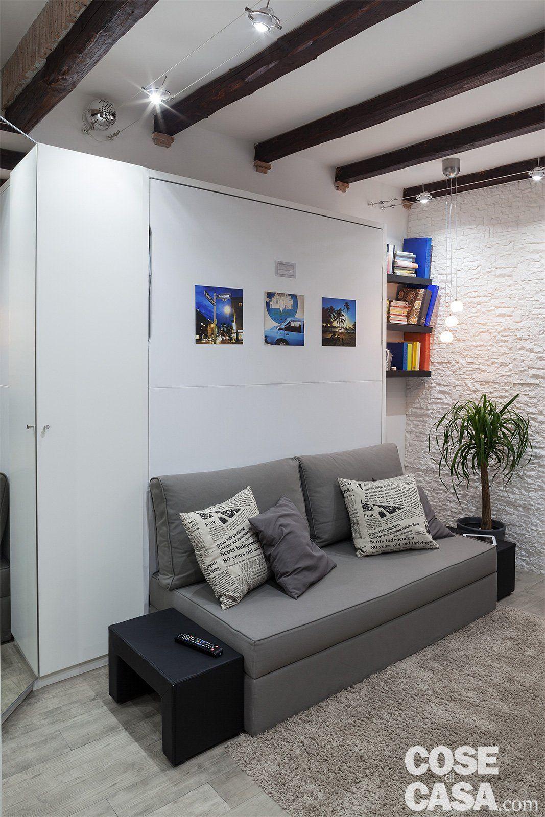 Nel Mini Appartamento Di 30 Mq, Living E Camera Si Alternano Nello Stesso  Ambiente.