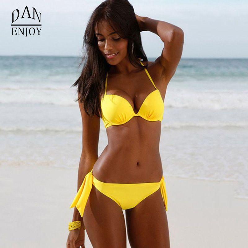 Été Bikini Ensemble Deux Pièces Maillot de Bain Sexy Jaune Beachwear Métal  Décor Taille Basse Armature