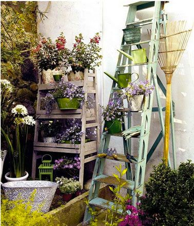 15 id es pour am nager un petit balcon avec jardin - Echelle decorative pour plantes ...