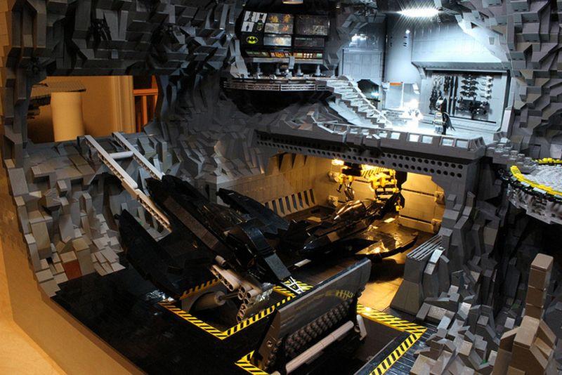 Una baticueva elaborada con 20 mil piezas de Lego en http://monkeyzen.com