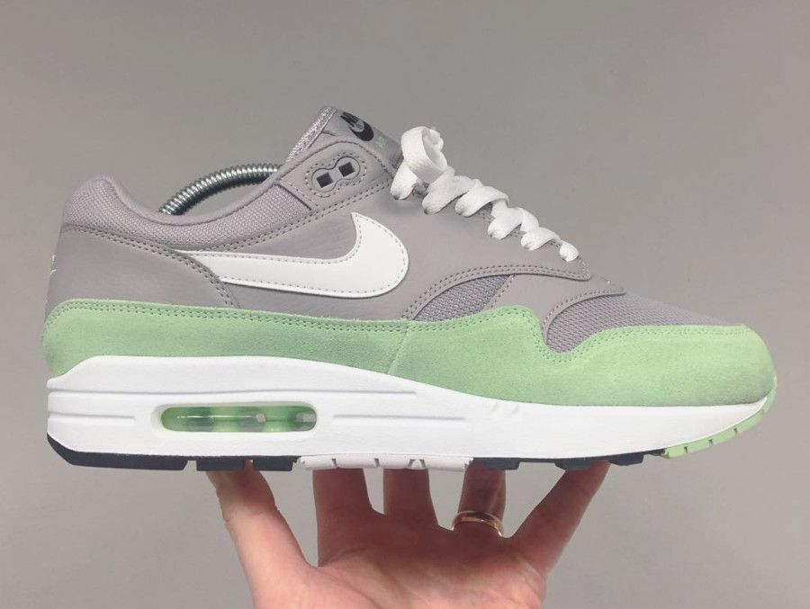 Nike Air Max 1 grise et vert menthe (1) | Nike air max, Air max 1 ...
