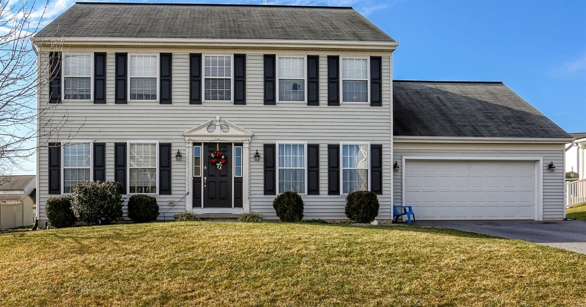 New Listing 33 Tower Is A Gorgeous Home In Elizabethtown 4 Beds 2 5 Baths Attached Garage Bright Rooms And A C Bright Rooms House Styles Elizabethtown