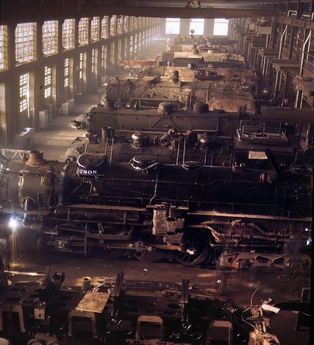 Chicago & North Western railroad locomotive shops at Chicago. December 1942. 4×5 Kodachrome transparency by Jack Delano.